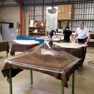 Atelier assemblage des coupoles thermoformées